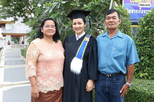 บิว-กัลยาณี+แม่พ่อ